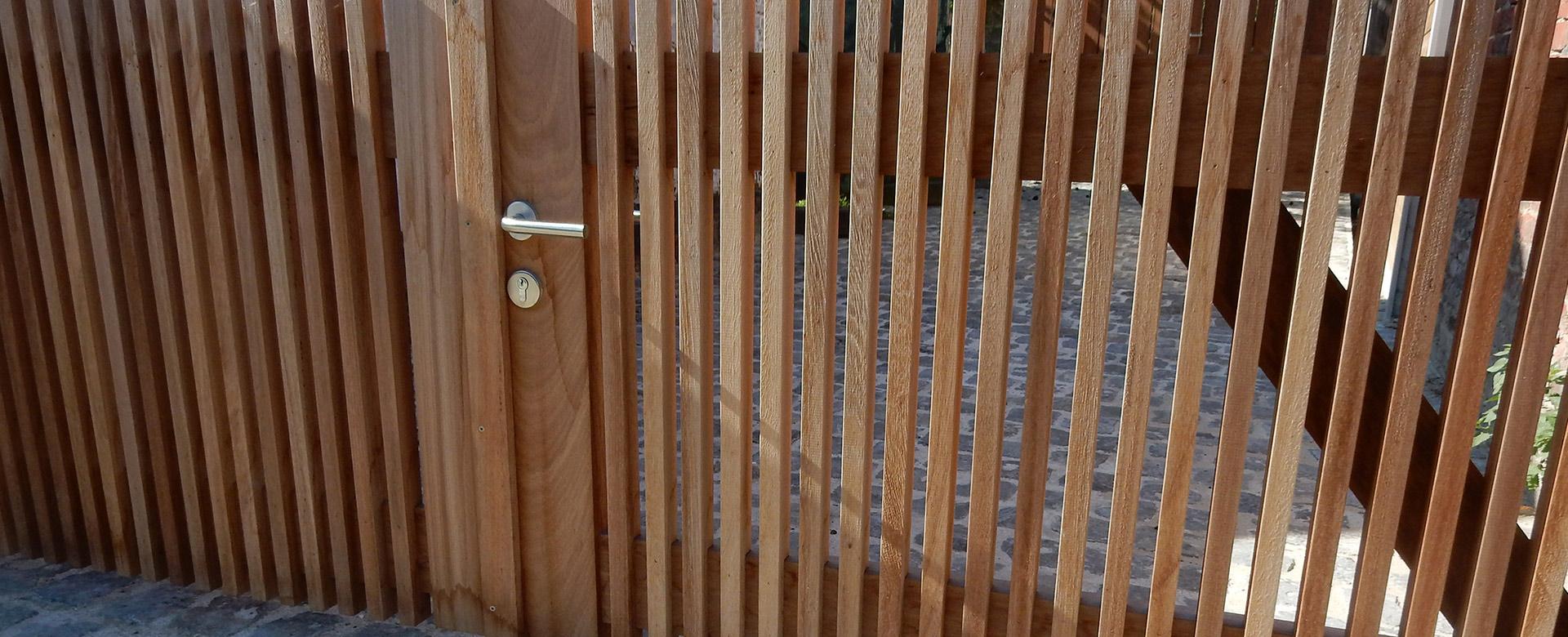 Tuinaanleg hoornaert afsluitingen draadafsluitingen groenblijvende hagen natuurlijke - Latwerk houten ...