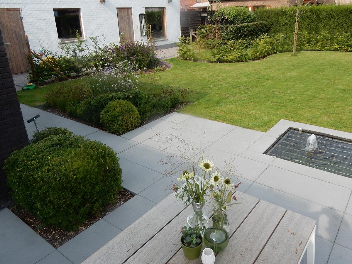 Tuinontwerp strakke en sfeervolle tuin for Tuin met zwembad voorbeelden