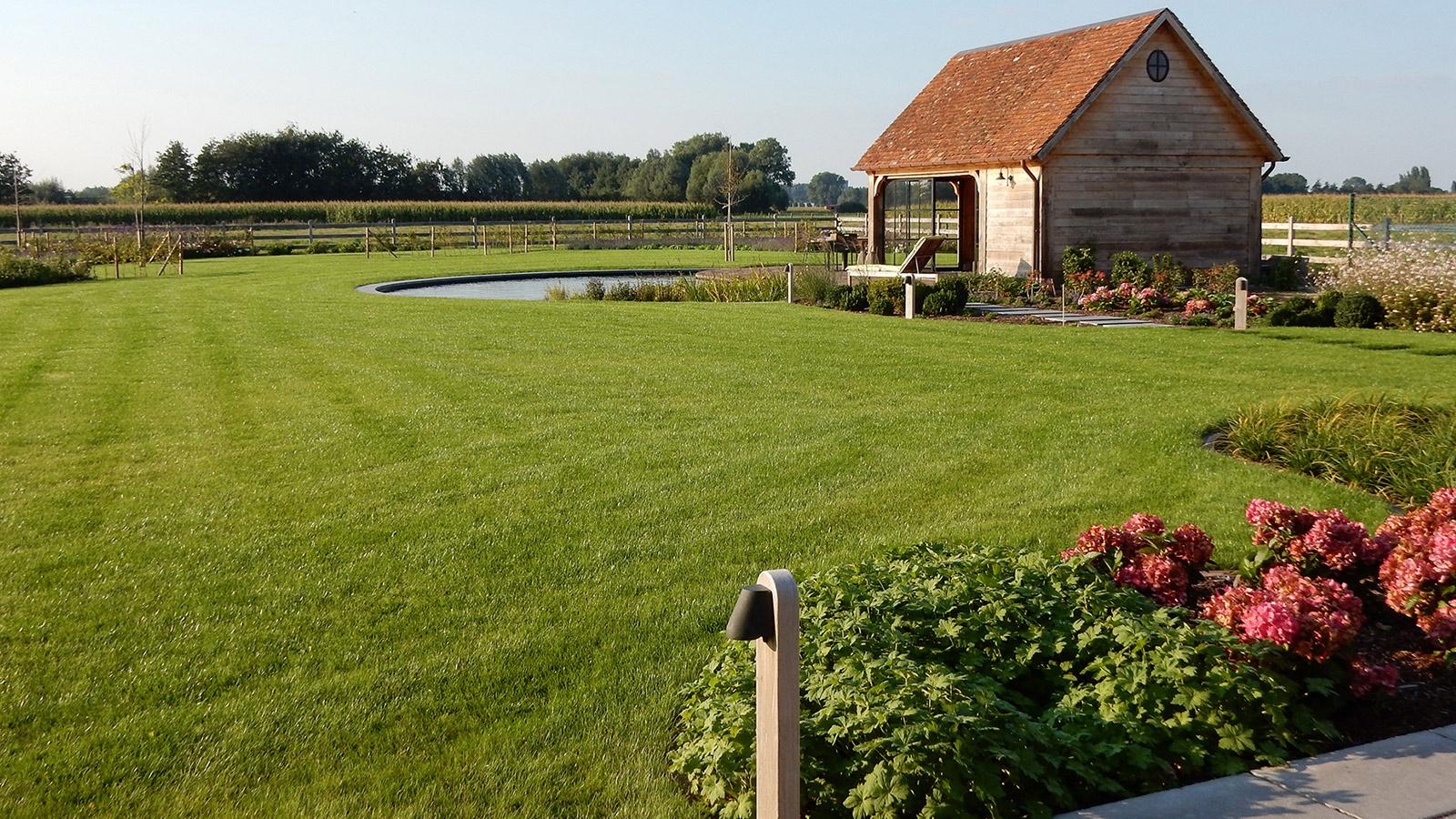 Totaalontwerp en aanleg van een landelijke tuin for Tuinen aanleggen foto s